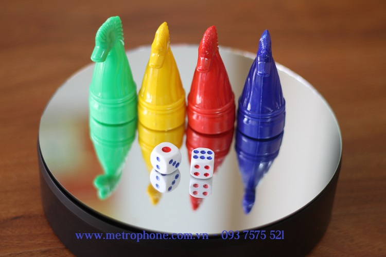 bàn xoay sản phẩm nhỏ mặt gương metrophone.com.vn