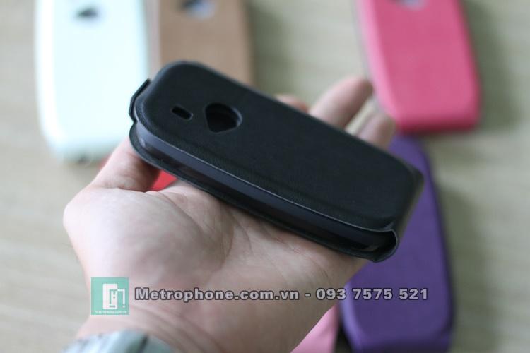 Bao da dành cho Nokia 3310-2017 nhỏ gọn , đơn giản , với ốp dẻo bên trong , bên ngoài là mặt da được thiết kế đóng mở và cố định bằng nam châm hít có khả năng che kín toàn bộ màn hình điện thoại, giúp bảo vệ cho màn hình khỏi trầy xước , chống sốc tốt .
