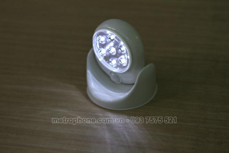 [3677] Đèn Led Cảm Ứng Hồng Ngoại Xoay 360 Độ - Metrophone.com.vn